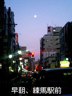 早朝、練馬駅前