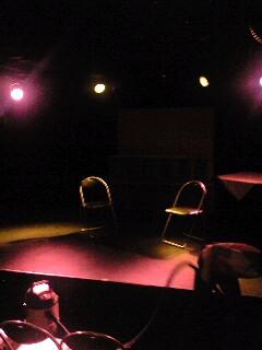 開演を待つ舞台の図