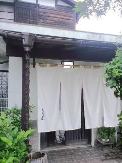 隠れ家的な蕎麦屋
