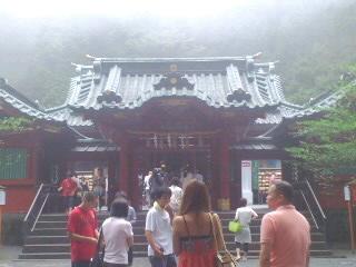 箱根神社は霧の中