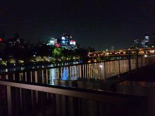 夜の大阪、流浪中