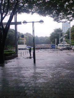 新宿、雨の中
